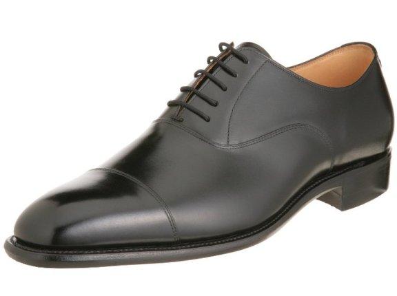 葬式に最適な革靴の種類(男性の場合)